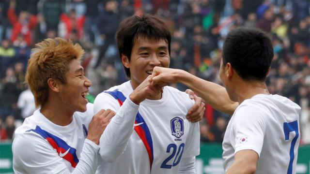 Clumsy Korea cling on for draw with Uzbekistan