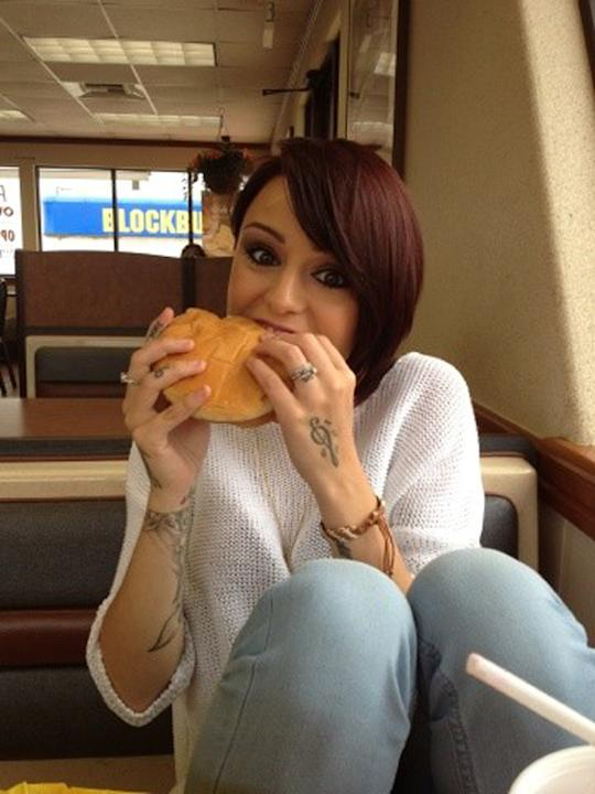 Celebrity photos: Cher Lloyd has been working hard lately, preparing for the release of her debut single in the US. So we were pleased to see the petite star tucking into a massive burger ahead of a b