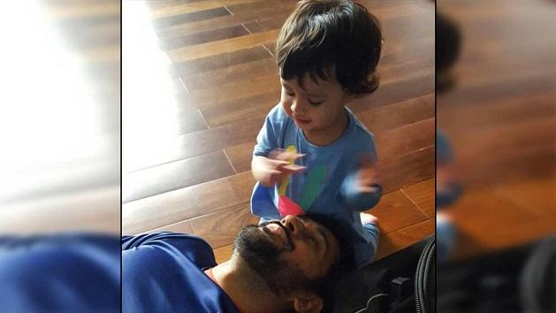 This cute video of Dhoni and his daughter Ziva is breaking the internet