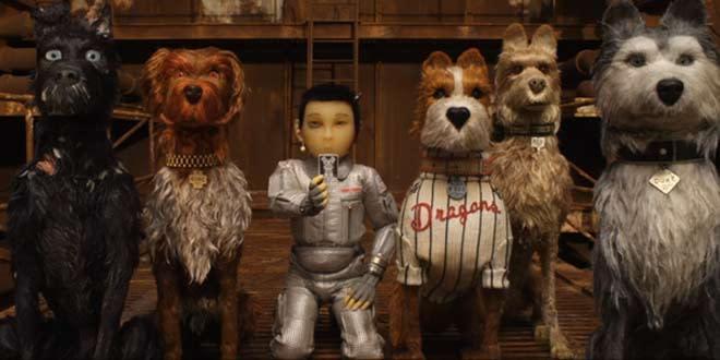 <p>二、《犬之島》Isle of Dogs:今年的柏林影展初次由動畫電影擔任開幕片,正是由這部《犬之島》首創紀錄。由《歡迎來到布達佩斯大飯店》鬼才導演魏斯安德森(Wes Anderson)執導,以停格動畫打造全片,而片中邀齊的配音陣容也無比堅強,包含比爾墨瑞、愛德華諾頓、蒂妲史雲頓、史嘉蕾喬韓森等。其中老班底比爾墨瑞更在柏林影展代替導演上台領取銀熊獎時打趣道:「從沒想過自己會以一隻狗的身份參加影展,最後則帶了一隻熊(指獎座)回家。」《犬之島》將在今年台北金馬奇幻影展上全台首映,並於6月1日台灣正式上映。(圖/《犬之島》官方劇照) </p>