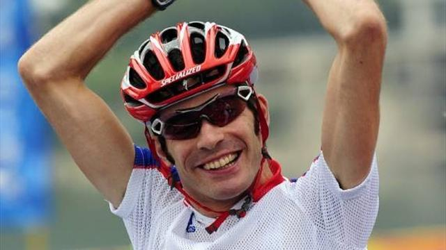Stone retains Paralympic road race title
