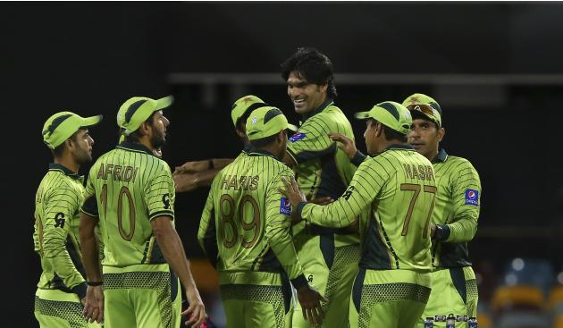Pakistan's Mohammad Irfan, third right, celebrates the wicket of Zimbabwe's Solomon Mire during their Pool B Cricket World Cup match in Brisbane, Australia, Sunday, March 1, 2015. (AP Photo/Tertius Pi