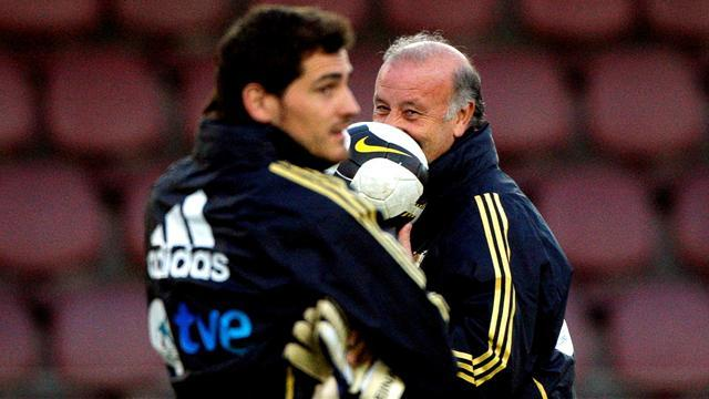 Liga - Del Bosque backs out-of-favour Casillas