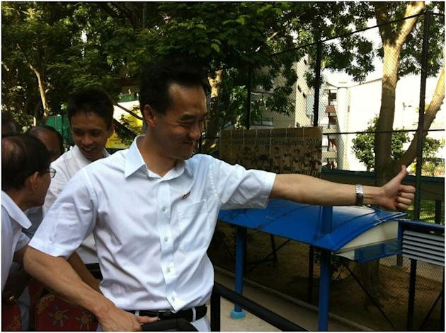 PAP's Dr Koh Poh Koon gives the thumbs up sign to a resident during his thank you tour.