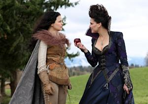 Once Upon a Time Sneak Peek: Snow White Goes After the Queen!
