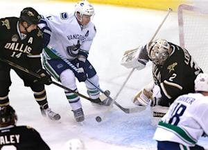 Stars burn Canucks in 3rd period for 5-1 win
