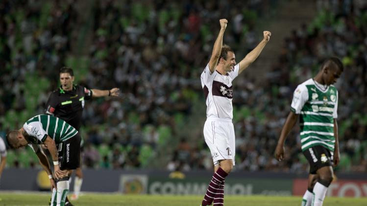 Leandro Somoza, of  Argentina's Lanus, center, celebrates  the end of soccer match  against Mexico's Santos at a Copa Libertadores in Torreon, Mexico, Wednesday, April 23, 2014