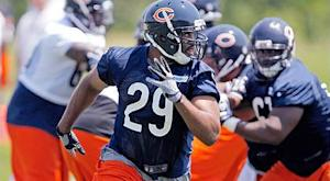 Bears place RB Bush on I.R., re-sign RB Bell