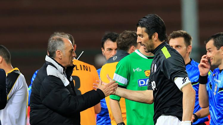 Juventus goalkeeper Gianluigi Buffon shakes hands with Udinese's Francesco Guidolin, during the Serie A soccer match between Udinese and Juventus at the Friuli Stadium in Udine, Italy, Monday, April 14 2014