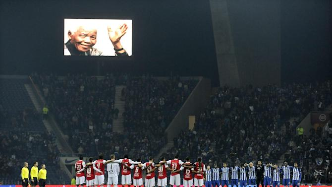 FC Porto, right, and Sporting Braga's players observe a minute of silence as they pay tribute to former South African President Nelson Mandela prior to a Portuguese League soccer match at the Dragao Stadium in Porto, Portugal, Saturday, Dec. 7, 2013