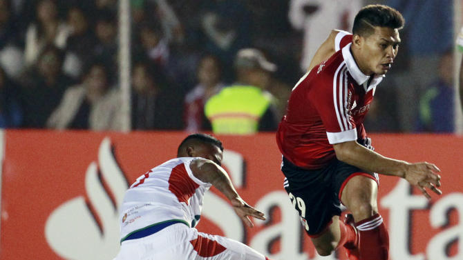 River Plate's Teofilo Gutierrez of Argentina, right, fights for the ball with Liga Deportiva Universitaria de Loja's Armando Gomez of Ecuador during a Copa Sudamericana soccer match in Loja, Ecuador, Thursday, Sept. 19, 2013
