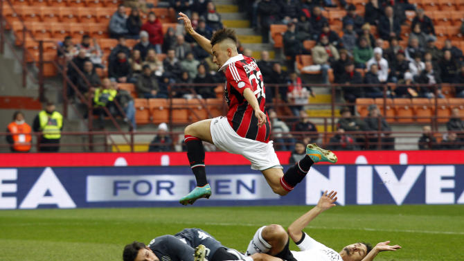 AC Milan's El Shaarawy is challenged by Siena's Pegolo and Neto during their Italian Serie A soccer match at San Siro stadium in Milan