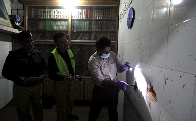 A police forensic expert gathers evidence from a crime scene in Lahore, Pakistan October 1, 2015. (Reuters)