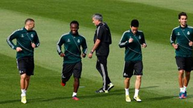 Liga - Mourinho distant from players