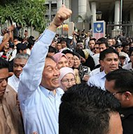 I am neither homosexual nor bisexual, says Anwar