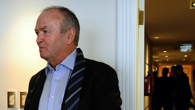 Former All Blacks coach Graham Henry (R)