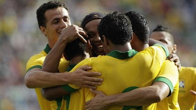 South American Football - Brazil wallop Bolivia 4-0 in friendly