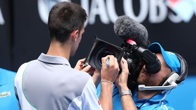 Australian Open - Djokovic marches into third round