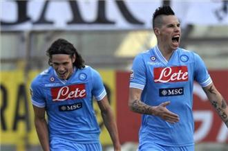 Napoli close the gap on Juventus