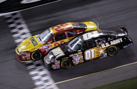 Keven Harvick beats Mark Martin to the finish line by .02 seconds at the 2007 Daytona 500.