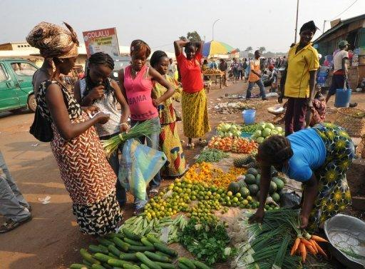Women buy vegetables in a market in Bangui, Central African Republic last month. Global food prices fell by 7.0 percent in 2012 from the level the previous year, the UN's Food and Agriculture Organisation said on Thursday, assuaging worries a few months ago that the world could be heading for a food crisis.