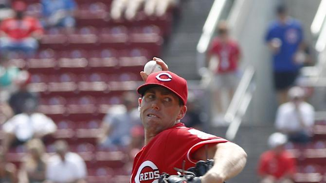Hamilton, Reds swipe 6 bases, steal win from Cubs