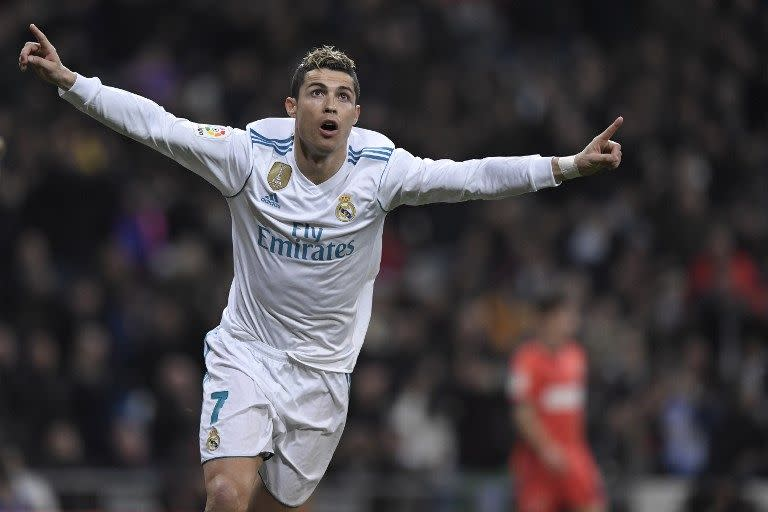 <p>十、葡萄牙球星羅納度(Cristiano Ronaldo),差一點客串《The Manipulator》:「C羅」羅納度生於葡萄牙,是當今世界上的頂尖足球員。C羅在十八歲時加盟英超豪門曼聯,並於2006年世界盃上揚名。他現在效力於皇家馬德里球隊,同時也是現任葡萄牙國家足球隊隊長。馬汀柯西斯籌拍的新片《The Manipulator》原本打算邀請C羅演出,片中將描述義大利億萬富翁普洛托的生平事蹟,本來打算借用C羅的紐約豪宅拍攝,但電影最終未能成行,而這也成為C羅最接近大銀幕的一次。(圖片來源:Yahoo新聞) </p>