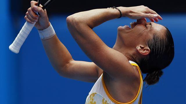 Australian Open - Pennetta into first quarter-final, to face Li Na