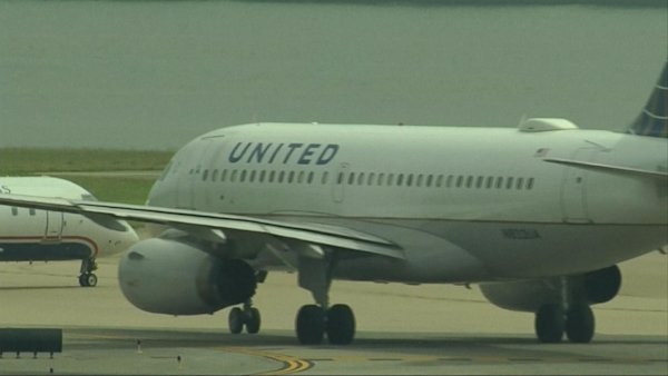 Good Morning America United Airlines : United airlines faces backlash after passenger dragged off