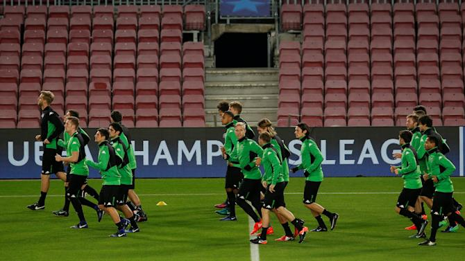 Football Soccer - Borussia Moenchengladbach training session