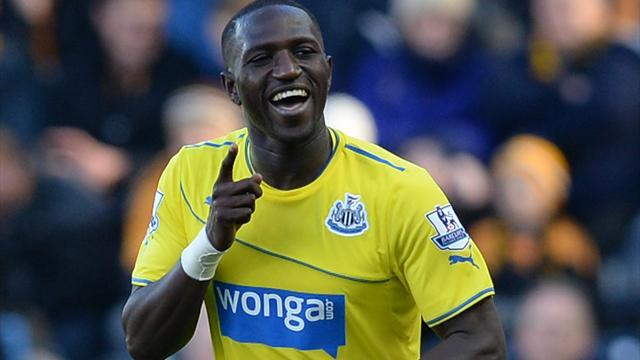 Premier League - Sissoko stars as Pardew headbutts player
