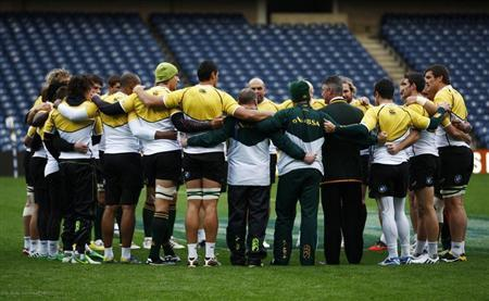 South Africa head coach Heyneke Meyer speaks to his players in a huddle during their 'Captain's Run' training session, ahead of their Autumn Test rugby union match against Scotland, at Murrayfield Stadium in Edinburgh