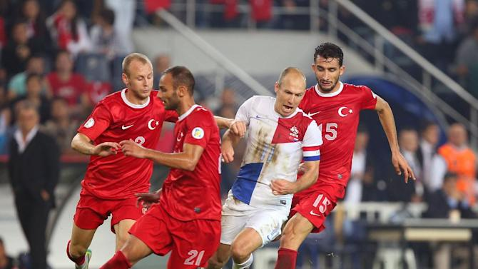 Turkey's Omer Toprak, second left, and Semih Kaya, left, fight for the ball with Arjen Robben of Netherlands, second right, during their World Cup Group D qualifying soccer match at Sukru Saracoglu Stadium in Istanbul, Turkey,  Tuesday, Oct. 15, 2013. Turkey's Mehmet Topal is at the right,(AP Photo)