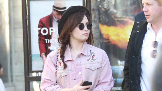 Demi Lovato with friends goes shopping at the Grove in Hollywood