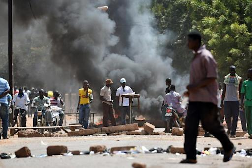 Protestors burn barricades in Ouagadougou on October 28, 2014 at a demonstration against against a proposal to amend the constitution to extend President Blaise Compaore's 27-year-rule