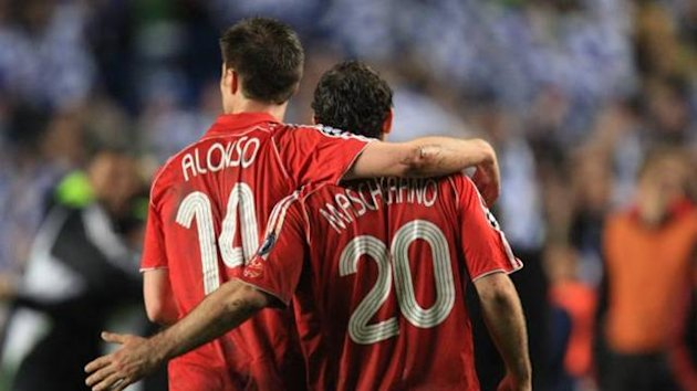 FOOTBALL 2009 Xabi Alonso - Mascherano