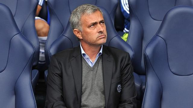 Premier League - Mourinho hits back at Wenger
