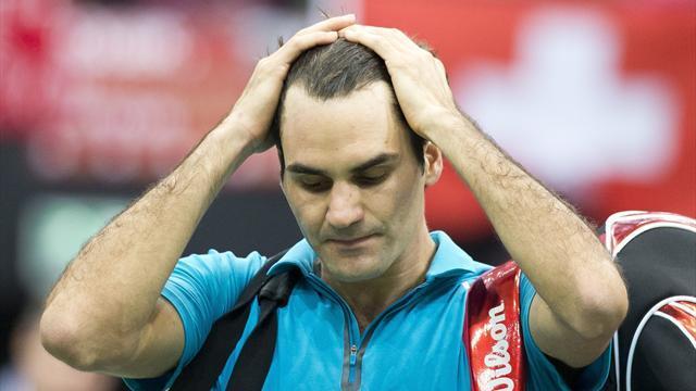 Tennis - Federer sent packing by Benneteau in Rotterdam