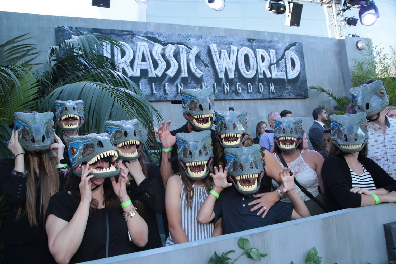 <p>首映現場的觀眾也特地戴上了恐龍面具,好迎接群星的到來。 </p>
