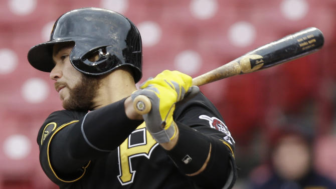 Leake's HR leads Reds over Pirates 7-5 for split