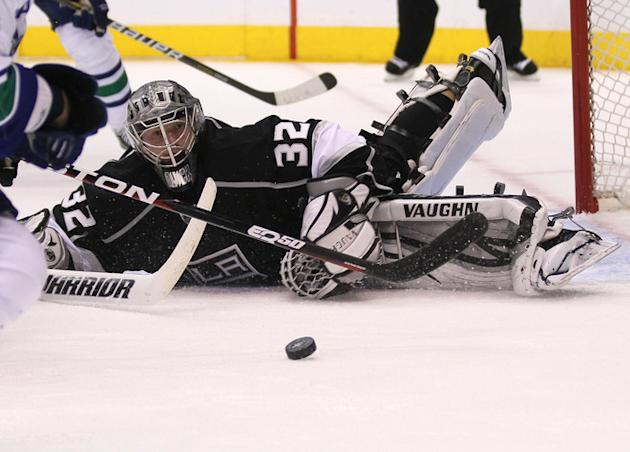 Goalie Jonathan Quick #32 Of The Los Angeles Kings Watches Getty Images