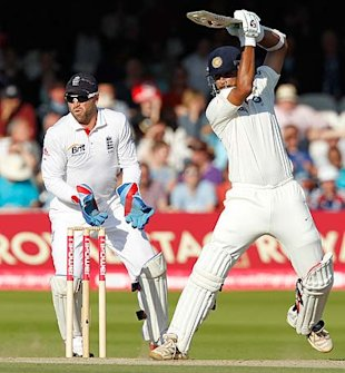Dravid drives as India chase 458 to win.