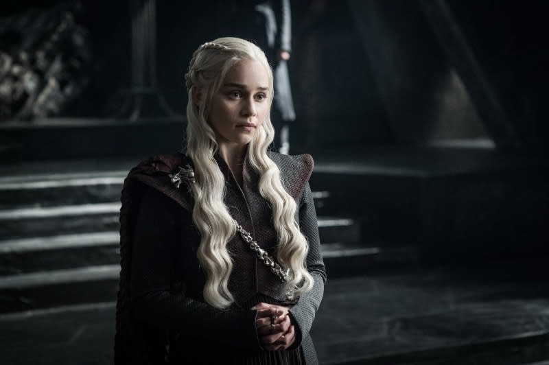 <p>三、艾蜜莉亞克拉克(Emilia Clarke):以HBO史上收視率最高影集「冰與火之歌:權力遊戲」中龍后一角而走紅的艾蜜莉亞克拉克,在2015年被知名雜誌選為全球最性感女人,2016更以暖心電影《我就要你好好的》讓觀眾看見她鄰家親和的一面。平時也喜歡在社群網站與網友分享的她,獲選成為2017年最受歡迎明星第三名,可說是實至名歸!(圖片來源:「冰與火之歌」劇照) </p>