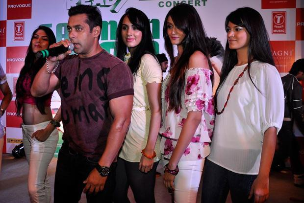 Salman and his pretty ladies-391-13928