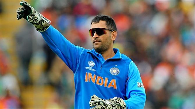Cricket - Indian court issues warrant against Dhoni