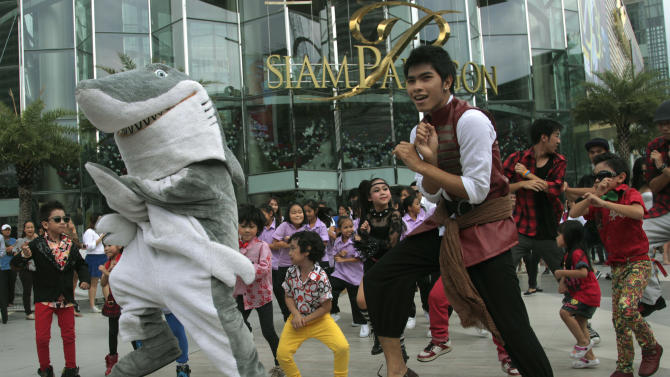 "Thai fans perform PSY's ""Gangnam Style"" dance before the South Korean rapper speaks at a press conference in Bangkok, Thailand, Wednesday, Nov. 28, 2012. PSY will perform in Thailand on Wednesday night -  his first show in Asia outside of South Korea.  (AP Photo/Sakchai Lalit)"