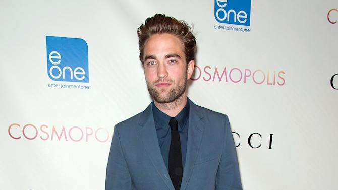 2 hot 2 handle, Robert Pattinson