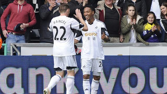 Premier League - De Guzman double sees Swansea beat Norwich