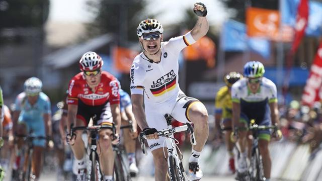 Cycling - Greipel claims stage as Evans retains lead Down Under