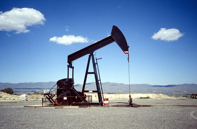 Petrolio: crollano le scorte Usa, ma i prezzi sono sotto scacco
